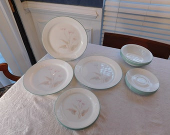Corelle Three Dreams Calla Lilies 18 pieces Dinner & Salad Plates Bowls and Saucers