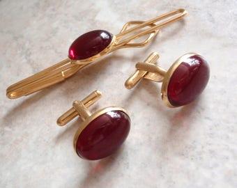 Red Glass Cufflink Set Tie Bar Vintage V0887