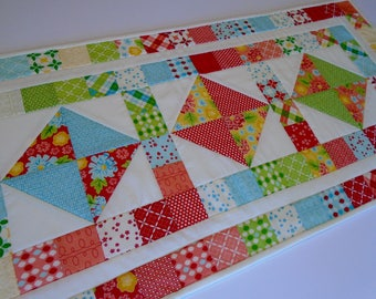 Quilted Table Runner Summer Flowers, Quilted Table Topper Rainbow Colors, Patchwork Table Runner Quilt in Red Turquoise Yellow Green