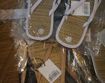 Lot of 14 pairs of simple women's flip flops for weddings/parties!