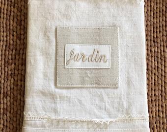 L'Atelier Du Presbytere French Agenda de Jardin / White Linen Lace Covered Garden Agenda