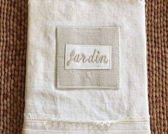 L'Atelier Du Presbytere French Agenda de Jardin / White Linen Lace Covered Garden Agenda Notebook
