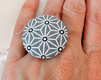 Adjustable ring in gray fabric with stars