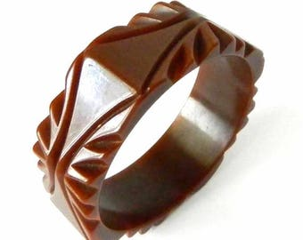 Vintage 1940's Octagonal Art Deco Carved Bakelite Bangle Bracelet