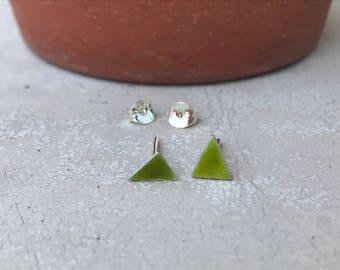 Stud green enamel silver earrings - scrap triangle silver earrings - recycled tiny earrings - colorful stud earrings - Modern Jewelry