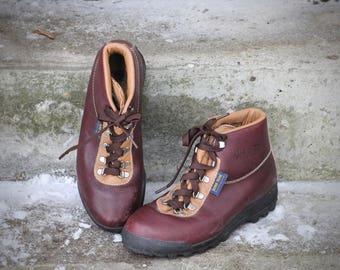 Gorgeous 1990 waterproof Gore-Tex and leather hiking boots - Made in Italy by Vasque - Women's 7.5 - May fit smaller trans / male feet