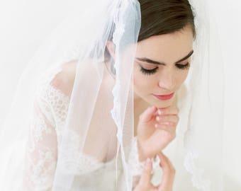 SAVANNA - Long Lace Bridal Veil