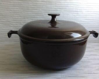 Le Creuset Enzo Mari Cast Iron Enamel Dutch Oven Covered Pan.  #26.  La Mama.  Brown & Cream.  Mid century, Eames era. France. Vintage  1960