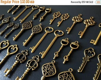 ON SALE Keys to the Kingdom - 76 x Skeleton Keys, Antique Bronze Skeleton Key, Vintage Keys, Brass Skeleton Keys Key Charms Pendants