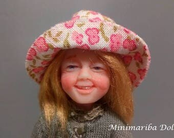 Minimariba Dolls - Little girls with pink hat - dollhouse doll