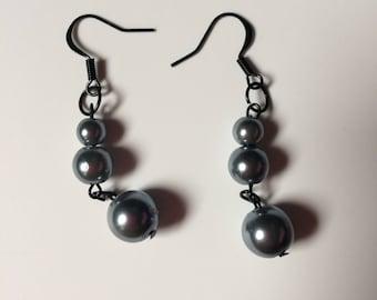 Grey graduated pearl drop 'n' dangle earrings