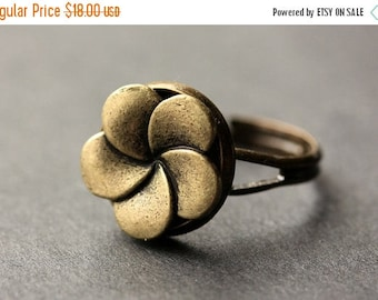 BACK to SCHOOL SALE Flower Button Ring. Bronze Flower Ring. Bronze Button Ring. Flower Ring. Bronze Ring. Adjustable Ring. Handmade Ring. Fl