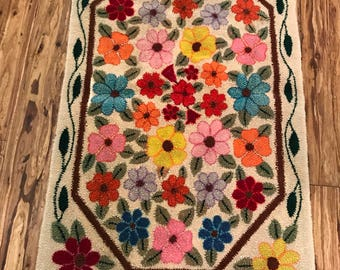 Stunning floral wool hooked rug. Bright colors, daisies! Unusual pattern and vibrant colors. Colorful!