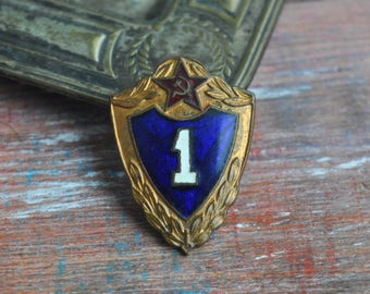 """Vintage Soviet Russian Army military enamel badge """"Number One""""."""