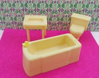 Marx Bathroom  Bath tub and Sink Toilet Cream white  Toy Dollhouse Traditional Style  Hard  Plastic