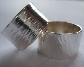 Simple hammered rings for men and women
