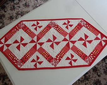 Christmas candy pinwheels, Christmas runner, Christmas quilt 0607-02
