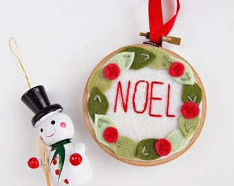 Christmas Ornament / NOEL / Embroidery Hoop Art / Holiday Decoration / Felt Wreath Hoop  Art / Stocking Stuffer / Gift under 25