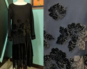 Vintage 1920s Velvet  Applique' Drop Waist Flapper Dress