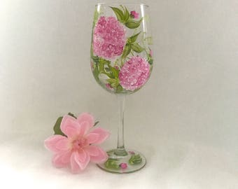 Free shipping Pink Hydrangeas with lavender hand painted wine glass personalizable for gifts or bridesmaids
