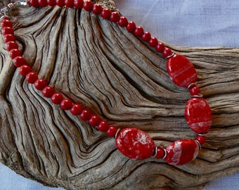 18 Inch Chunky Red and White Porcelain and Stone Necklace with Earrings