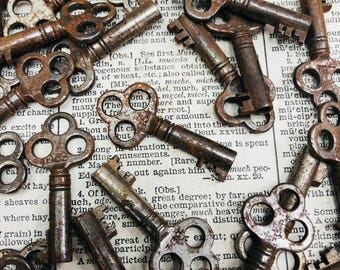 Small three hole Antique Skeleton key - vintage skeleton key - vintage old key charm - little old key – steampunk key rustic skeleton key