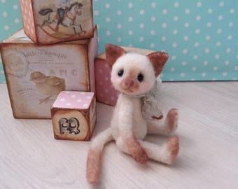 Mow - Needle felted cat - OOAK, needle felted kitten, collectible cat, miniature cat, felt kitten, felted animal, felt cat, felted cat