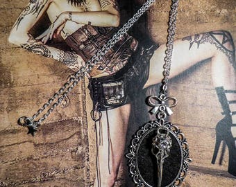 "Felt cabochon silver necklace Gothic steampunk ""SkullBird"""