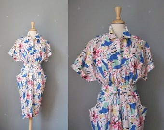 Cotton Print Dress / Vtg 80s / JRs Cotton Print shirt dress with tapered silhouette big pockets, self belt/ Size 9