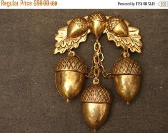 ON SALE vintage brass acorn brooch pin, hanging acorns dangling