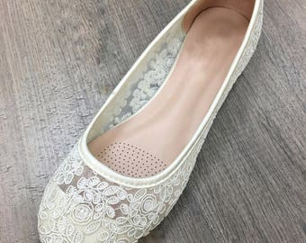 Women Wedding Shoes, Bridesmaid Shoes - IVORY lace flats, Perfect for brides, bridesmaid gifts, wedding party shoes