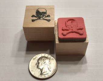 small scull and bones rubber stamp, 20 mm (BB1/4)