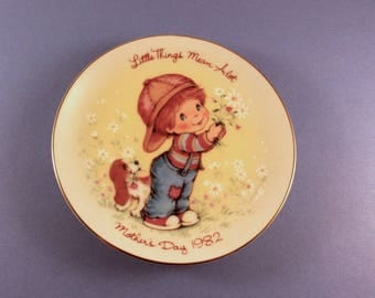 Avon 1982 Little Things Mothers Day Plate