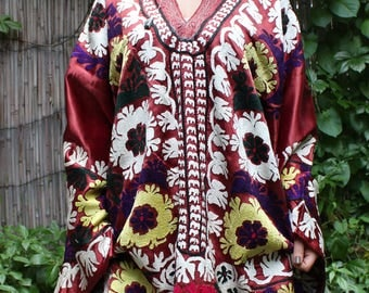 63 x 41 Dress Vintage Dress Suzani Dress Embroidered Dress Vintage Costume Suzani Robe FAST SHIPMENT with UPS - 10981