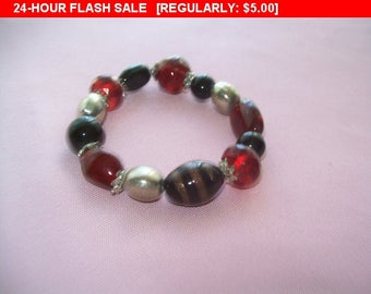 Pretty black and red beaded bracelet