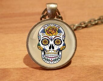 Sugar Skull Necklace, sugar skull, Dia de los Muertos, skull necklace, Antique Bronze necklace 70)