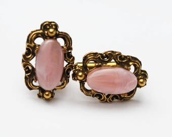 Pink  Lucite cuff link  - gold metal  - Mid century - Oval   plastic  - vintage cuff links