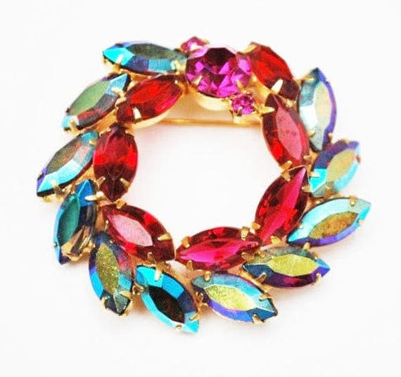 Vintage Wreath Brooch - Juliana -  Aurora borealis Crystal  - red and pink rhinestone -  Mid century pin - gold plated setting