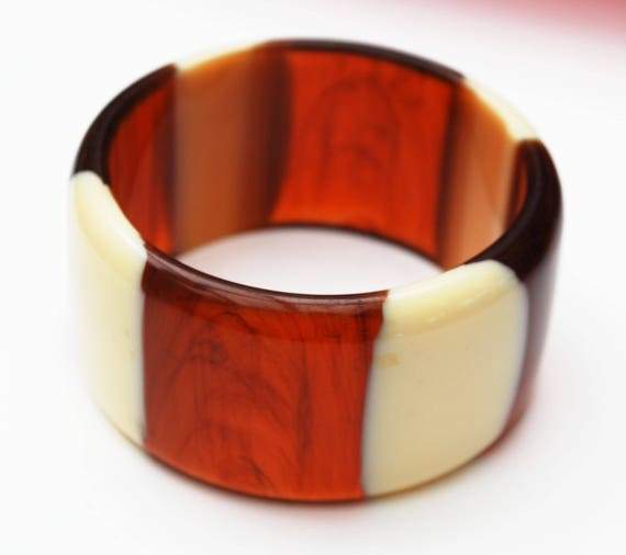 stripped Lucite bangle - Root beer Brown- Cream white - Vintage plastic bracelet