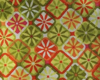 Tissu  vert,  orange, blanc et jaune à motif fleurs géométriques n°4
