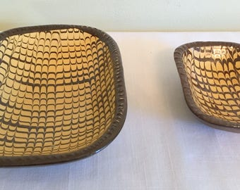 Colonial Reproduction Pottery/Williamsburg Restoration Pottery/2 Pulled Feather Dishes/Slip Ware Dishes/18th Century Repro/2 Dish Set