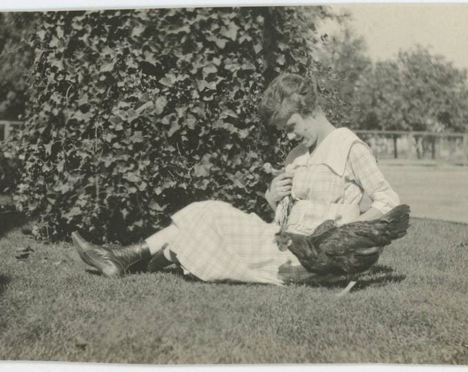 Vintage Snapshot Photo: Girl with Chickens, c1910s [82652]