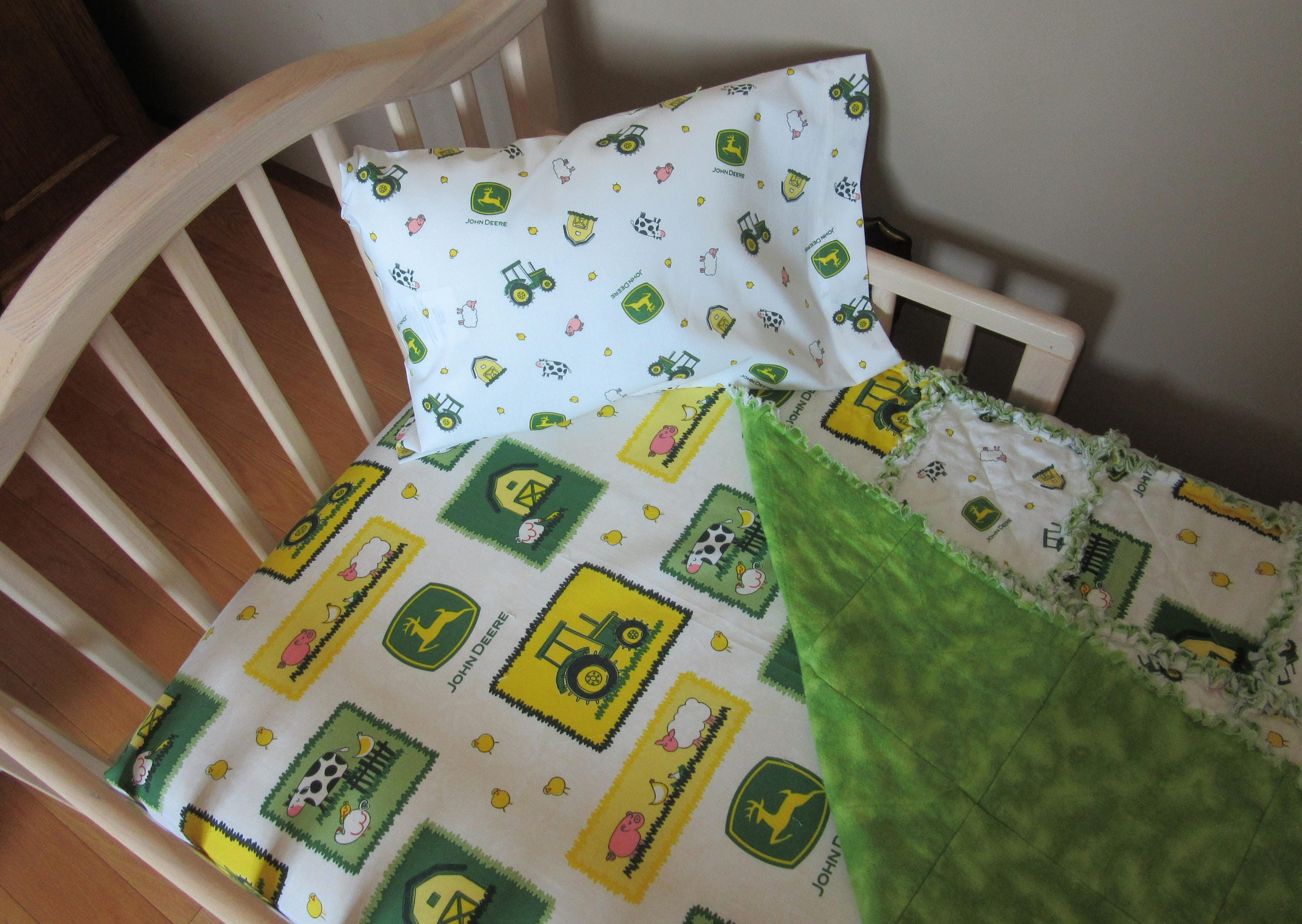 Toddler Bed JOHN DEERE Farm Animal Fabric Baby Crib Bedding