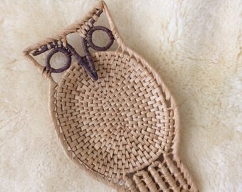 SALE / vintage woven straw owl basket / wall hanging