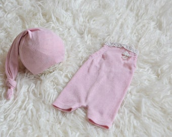 RTS Newborn girl set of romper with matching sleepy hat Newborn Baby girl photo prop dusty pink lace knit