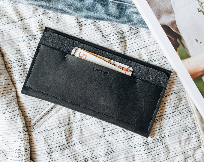 "Leather Wallet for iPhone X, leather, wool felt, ""Carrier"", by band&roll"