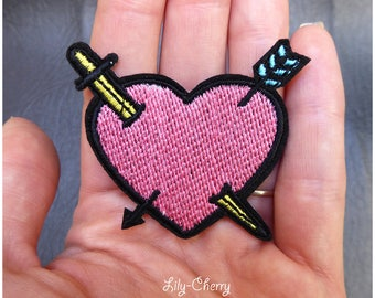 Embroidered patch fusible pierced heart x 1