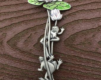 Vintage Signed JJ Jonette Jewelry Spring Frogs with Lilypads Pin Brooch
