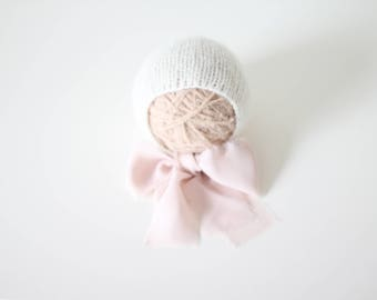 Newborn girl hat - Photo prop hat - Sitter props - Baby girl hat - Photo props - Girl hat - Photography prop - Newborn props - Cream