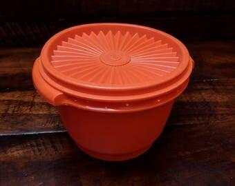 Tupperware #886-19 Servalier Bowl Harvest Orange with #812-15 Lid